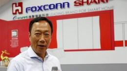 CHINESA FOXCONN ASSUME O CONTROLE DA SHARP EM TODO O MUNDO