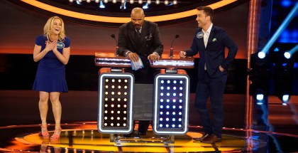 "CELEBRITY FAMILY FEUD - ""Lance Bass vs Kellie Pickler and Ernie Hudson vs Nene Leakes"" - The celebrity families competing to win cash for their charities feature the families from award-winning country music recording artist Kellie Pickler; and Lance Bass, member of the multi-platinum pop boy band *NSYNC. In a separate game, family members from NeNe Leakes, star of ABC's ""To Tell the Truth,"" will compete against the family of actor Ernie Hudson. The second season premiere episode of ""Celebrity Family Feud"" airs SUNDAY, JUNE 26 (8:00-9:00 p.m. EDT), on the ABC Television Network. (ABC/Kelsey McNeal) KELLIE PICKLER, STEVE HARVEY, LANCE BASS"