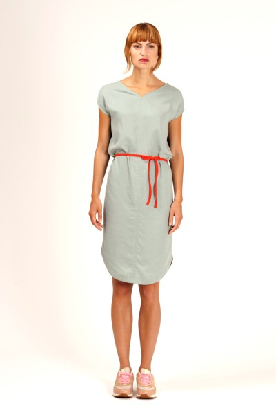 Sleeveless loose fit dress in mint green. Deep V-neck in front and an open back in night blue lace. By Barbara van der Zanden