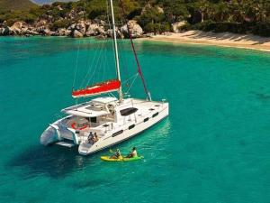 Caribbean yacht charter - Catamaran Elixer