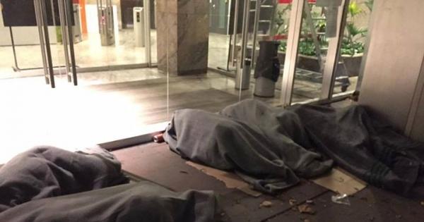 refugees-outside