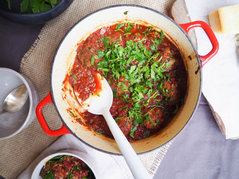 Healthy Paleo Meatballs in Tomato Sauce, Family food recipes by rosie, www.by-rosie.com