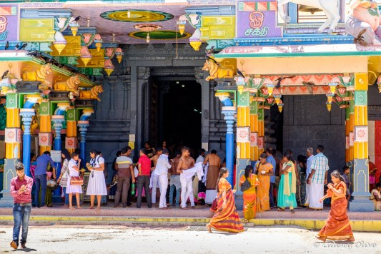 A lot of happening and colourfull people at the Nainativu Nagapooshani Amman temple