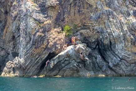Lidewij cliff jumping