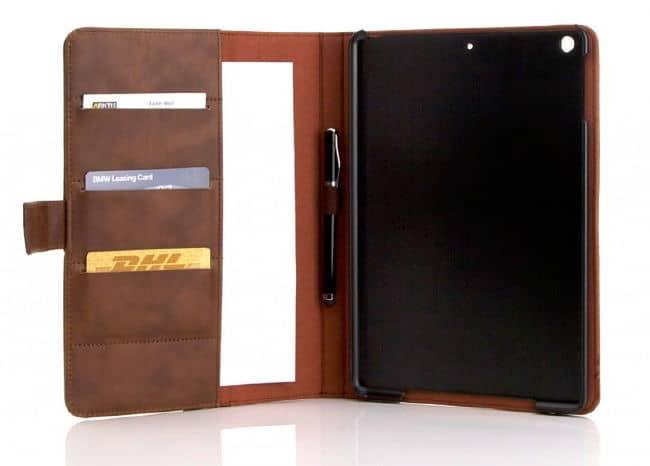 Tablet-Hülle klassisch mit Kartenfächern und mit Stylus an Bord.