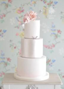 Elegant lustre cake
