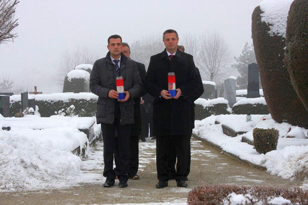 Polaganjem vijenaca na grobu dr. Ivana Novaka