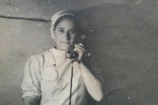 Anna Petruzza al telefono in ospedale