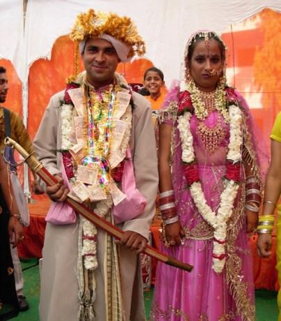 dehradun-money-garland-couple-caleidoscope