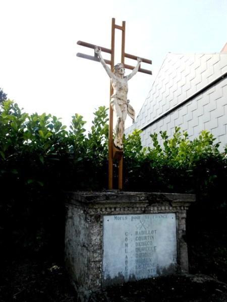 Calvaire dédié aux combattants morts pour la France 29 Rue Armand Beugnies D 336 Hameau de Rocq