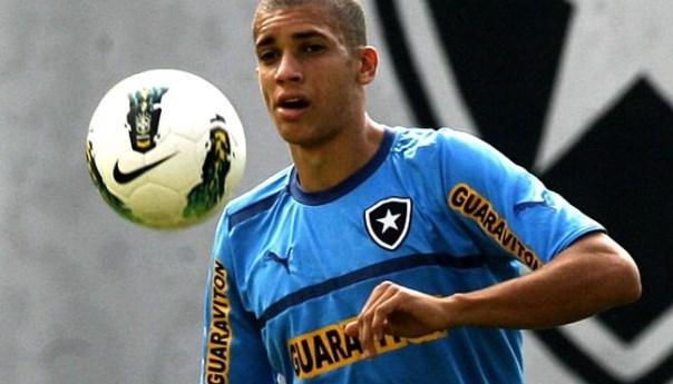 Il difensore brasiliano Dòria vicino ai partenopei