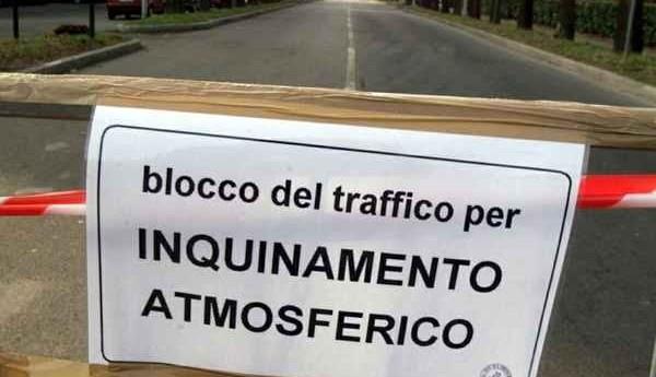 Napoli, parte lo stop al traffico per smog