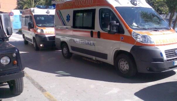 Tragedia sfiorata questa mattina a Torregaveta: giovane si tuffa e rovina sugli scogli riportando una ferita alla spalla, pronto intervento del 118