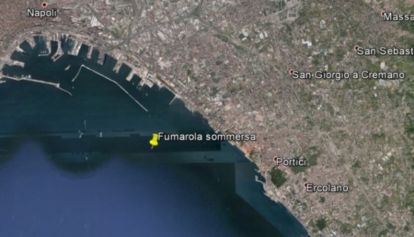 Vesuvio, un soffione sottomarino al centro del golfo di Napoli