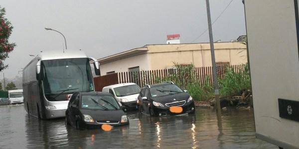 Prima pioggia e le strade si trasformano in fiumi
