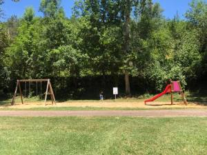 Aire de jeux pour enfant moins de 8 ans