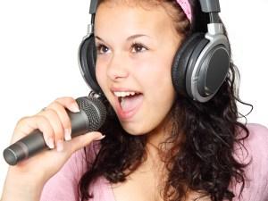 karaoke girl 1