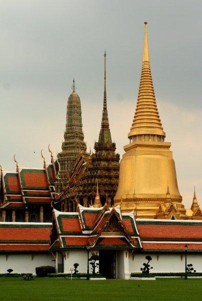 photo friday: bangkok bling.