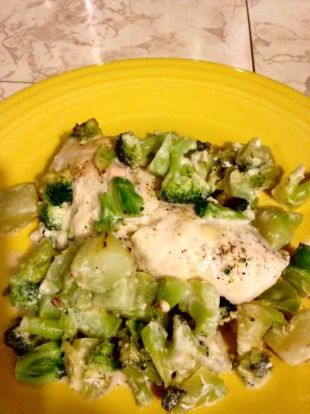 chicken broccoli alfredo plated