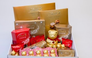 lindt-12-days-of-christmas-hamper_small