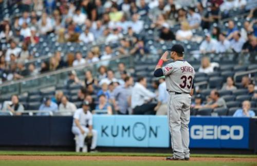 Swisher gives the Yankee Stadium crowd one last salute. (Photo: NY Daily News; Ron Antonelli)