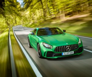 AMG GT R; 2016; Landstraße;  Exterrieur: AMG Green Hell magno; neuer AMG Panamericana Grill; Kraftstoffverbrauch kombiniert:  11,4 l/100 km, CO2-Emissionen kombiniert: 259 g/km AMG GT R; 2016; country road; Exterior: AMG Green Hell magno, new AMG Panamericana radiator grille; Fuel consumption, combined:   11.4 l/100 km, CO2 emissions, combined:  259 g/km