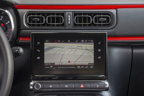 """Il touch pad da 7"""" è il centro del sistema infotainment della C3. Ottima la grafica, molto migliorata la reattività del menù a sfioramento. I servizi di connessione Tom Tom prevedono le informazioni sul traffico in tempo reale, la localizzazione delle stazioni di rifornimento con i prezzi e molte altre informazioni utili"""
