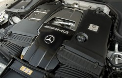Lo splendido V8 4 litri ha i due turbocompressori posizionati all'interno delle bancate a tutto vantaggio di una struttura più compatta