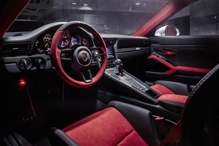 Porsche 911 GT2 RS_1
