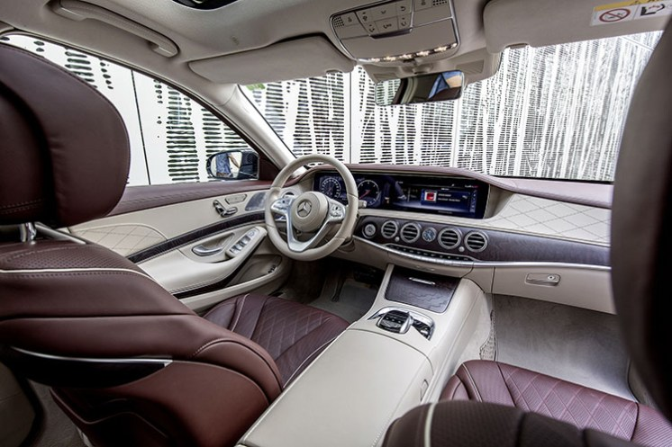 Mercedes-BenzS 400 d 4MATIC, designo mokkaschwarz metallic, Leder Exklusiv Nappa mahagonibraun/seidenbeige, Kraftstoffverbrauch kombiniert: 5,2 l/100 km; CO2-Emissionen kombiniert: 135 g/km // Mercedes-BenzS 400 d 4MATIC, designo mocha black metallic, exclusive nappa leather mahogany brown/silk beige, fuel consumption combined: 5.2 l/100 km; combined CO2 emissions: 135 g/km