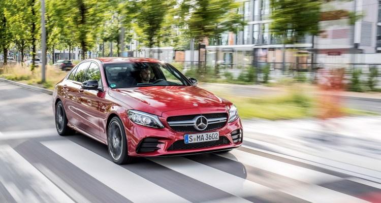 Mercedes-AMG C 43 4MATIC Limousine, designo hyazinthrot metallic, Leder AMG schwarz. Kraftstoffverbrauch kombiniert: 9,3-9,1 l/100 km, CO2-Emissionen kombiniert: 213-208 g/km // Mercedes-AMG C 43 4MATIC Sedan, designo hyacinth red metallic, AMG leather black. Fuel consumption combined: 9.3-9.1 l/100 km. Combined CO2 emissions: 213-208 g/km