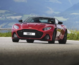 AM_DBS_SUPERLEGGERA__HYPER_RED_047_28115