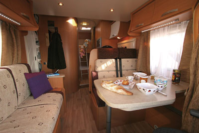 Chausson Flash 22 lounge diner