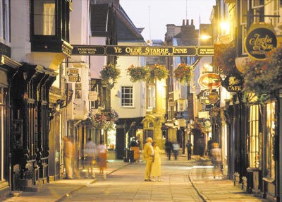 Evening shoppers on Stonegate, York