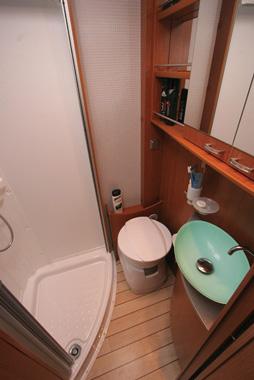 Pilote Reference P680 LGR Washroom