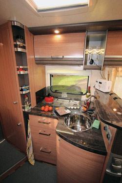 Knaus Sky TI 650 MF Kitchen