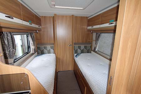 Swift Challenger SE 565 Twin single beds