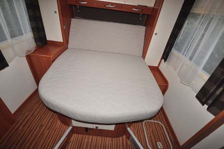 Adria Sonic Plus I 700 SC motorhome bed