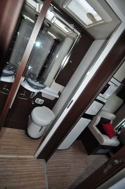 Benimar Mileo 294 washroom 1