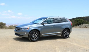 2016_Volvo_XC60_T6_AWD_003