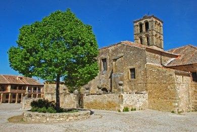 Plaza del Granado - Iglesia de San Juan Bautista