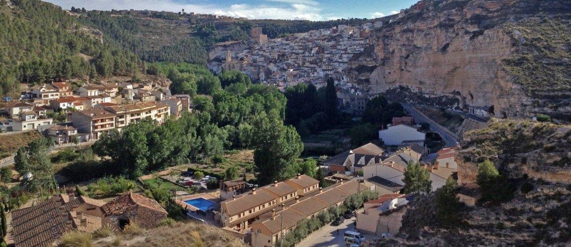 Alcalá del Júcar - Paisaje con Casas Rurales (Portada)