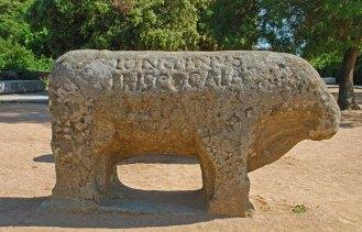 Verraco con inscripciones en latín