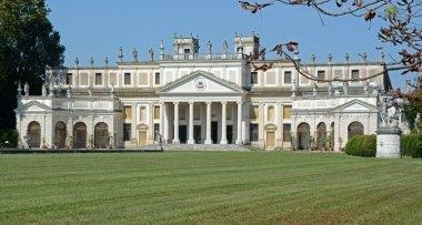Villa Pisani. Jardines y Caballerizas