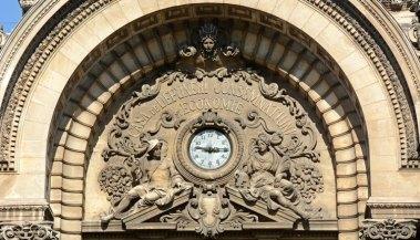 Calle Victoria. Palacio CEC. Reloj