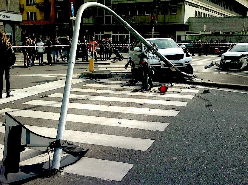 Mercedes al semaforo