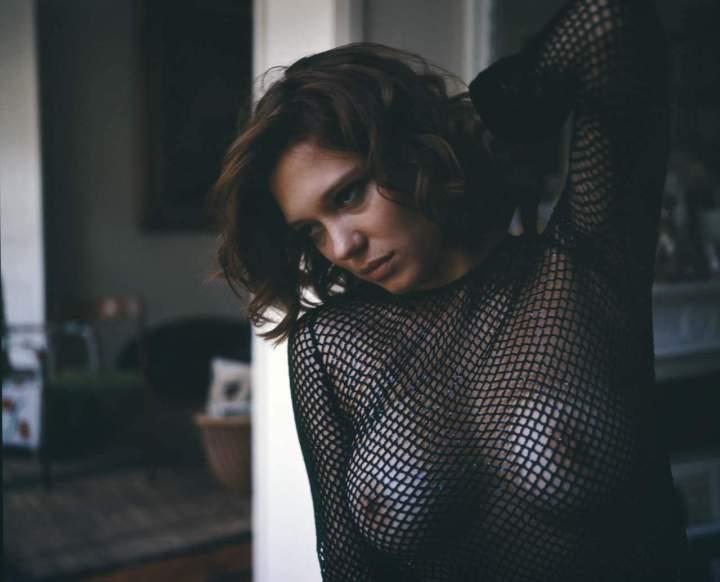 Léa_Seydoux-Nan_Goldin-V_Magazine.com-thisisnthappiness