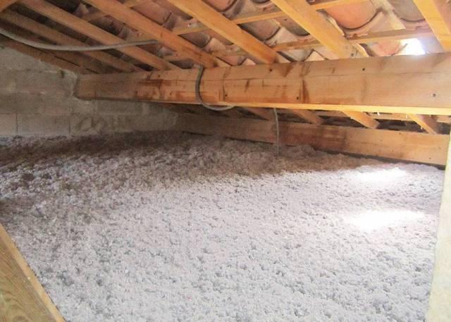 Ouate de cellulose sur dalle béton et charpente traditionnelle