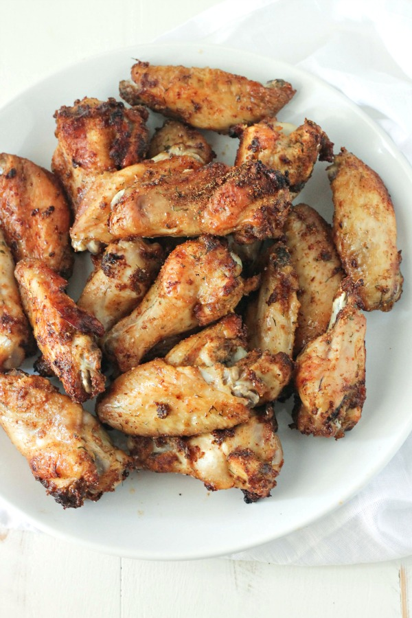 Chipotle Ranch Wings - perfectly paleo, whole 30, low-carb, baked (not fried)...just plain good! Make the for the BIG GAME #SundaySupper   casadecrews.com