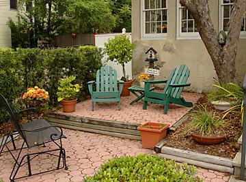 Garden area on the Saragossa side of Casa de Suenos
